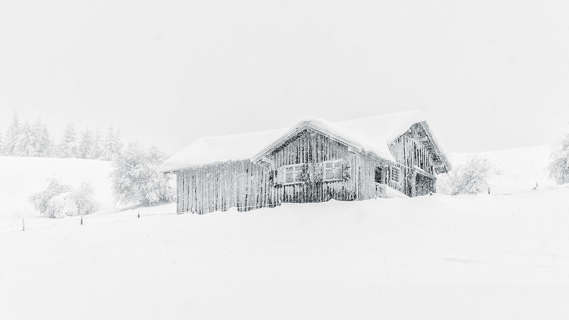Snødekt hytte